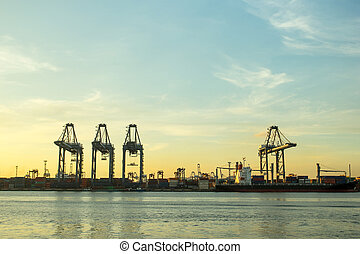 Port container terminal