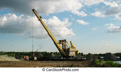 port crane working 1