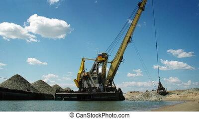 port crane working 3