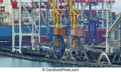 Port cranes unloads cars with coal