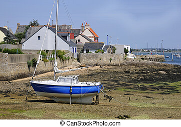 Port of Port Louis in Brittany - Fr - Boat at low tide in ...