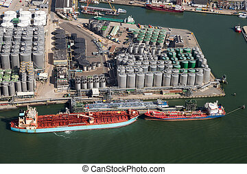 Port Rotterdam oil container shipping