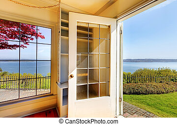 porta aberta, de, a, sala de estar, para, a, jarda, com, água, vista.