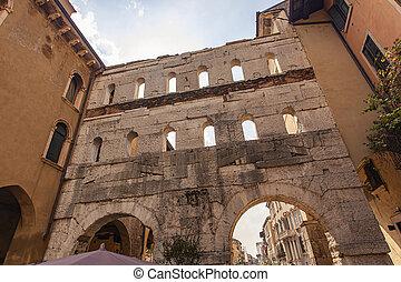 Porta Borsari in Verona 2