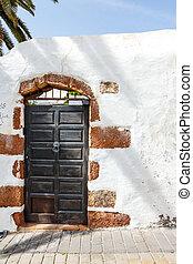 porta marrone, fondo, vecchio, parete bianca