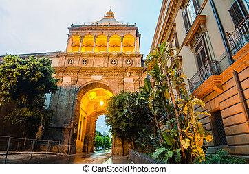 Porta Nuova %u2013 City gate in Palermo, Sicily, Italy