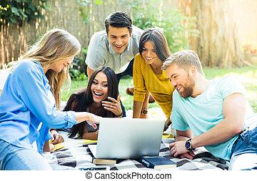 portable utilisation, campus, étudiant