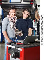 portable utilisation, client, mécanicien, femme
