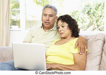 portable utilisation, couple, personne agee, maison