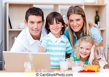 portable utilisation, famille, gai