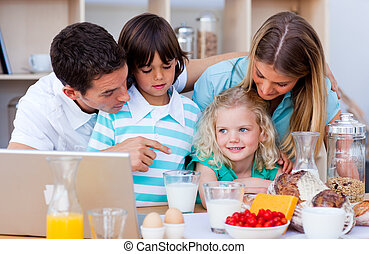 portable utilisation, famille, heureux