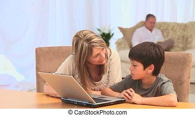 portable utilisation, femme, petit-fils, elle