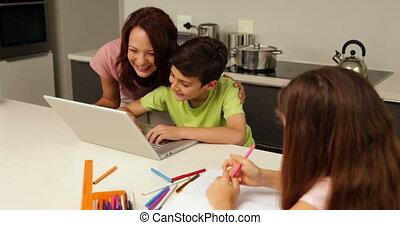 portable utilisation, fils, mère