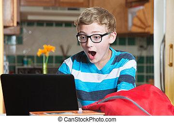 portable utilisation, informatique, surpris, enfant
