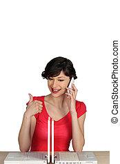 portables, femme, assis, deux, téléphone