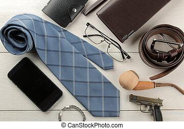 portafoglio, legno, appartamento, bianco, cintura, occhiali, fumo, uomini, fondo., lay., tubo, cravatta, accessories., style.