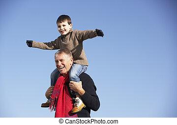 portante, spalle, suo, nipote, nonno