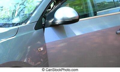 porte voiture, ouvre, homme