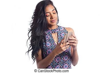 porter, été, femme, internet, cellule, earbuds., dress., téléphone., brésilien, fille noire, ressacs