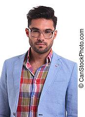 porter, beau, lunettes, jeune homme