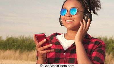 porter, bleu, femme, lunettes soleil, elle, cellule, ...