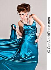 porter, bleu, femme, satin, jeune, séduisant, robe
