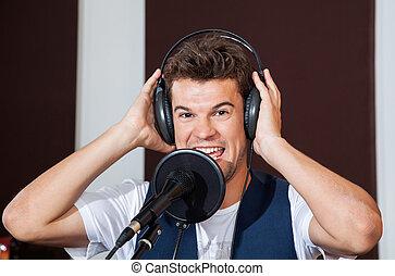 porter, chanteur, écouteurs, studio, mâle, heureux