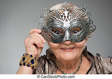 porter, charmant, femme, masque, personnes agées