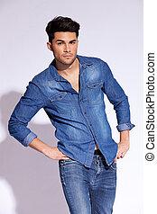 porter, chemise, jean, poser, modèle, désinvolte
