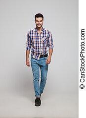 porter, chemise plaid, jean, jeune, promenades, homme, beau