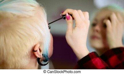 porter, debout, femme, maquillage, jeune, devant, close-up., girl, miroir.