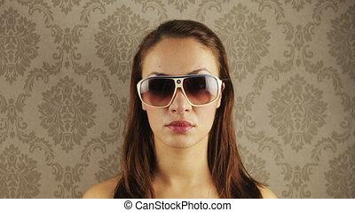 porter, différent, femme, stopmotion, retro, joli, lunettes soleil