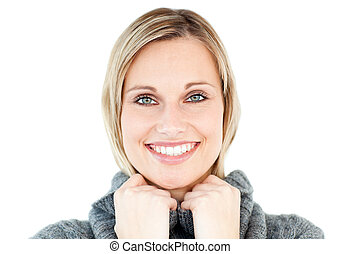 porter, femme, chandail, contre, regarder, appareil photo, polo-cou, fond, blanc, sourire