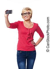 porter, femme, photo, prendre, portrait, blond, soi,...