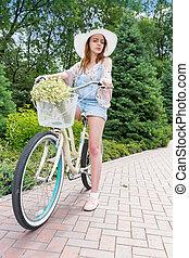 porter, femme, vélo, elle, séance, fabuleux, séduisant, chapeau blanc