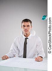 porter, fonctionnement, séance, homme affaires, réexaminer, bureau, plan., cravate, homme, plan