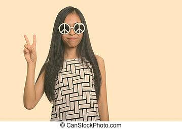 porter, girl, signe, donner, adolescent, quoique, jeune, paix, lunettes soleil, asiatique