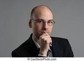 porter, homme affaires, pensif, lunettes