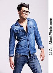 porter, homme, jean, chemise, jeune