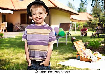porter, mignon, petit garçon, petit, chapeau