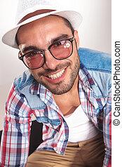 porter, mode, lunettes soleil, jeune, beau, homme
