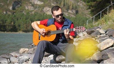 porter, montagne, assied, jeux, 4k, ensoleillé, guitare, 3840x2160, day., lunettes soleil, rivière, type