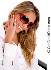 porter, portrait, femme souriante, lunettes soleil