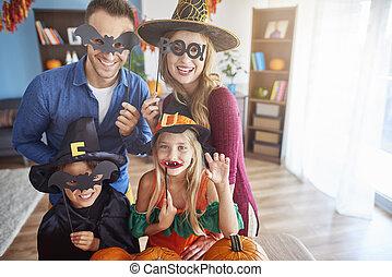 porter, rigolote, halloween, famille, masques