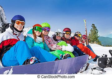 porter, snowboards, googles, amis, ski