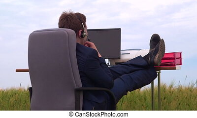 porter, spécialiste, centre, casque à écouteurs, téléphone, virtuel, conversation, contact, pendant