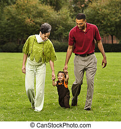 portion, enfantqui commence à marcher, promenade