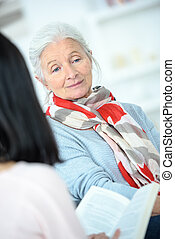 portion, lire, femme aînée
