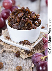 Portion of Raisins with some fresh fruits