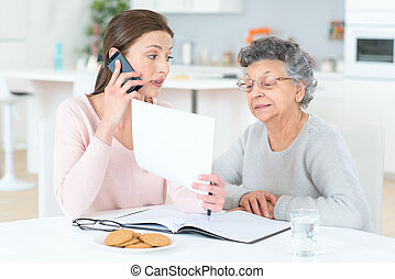 portion, personne agee, dame, finances, elle